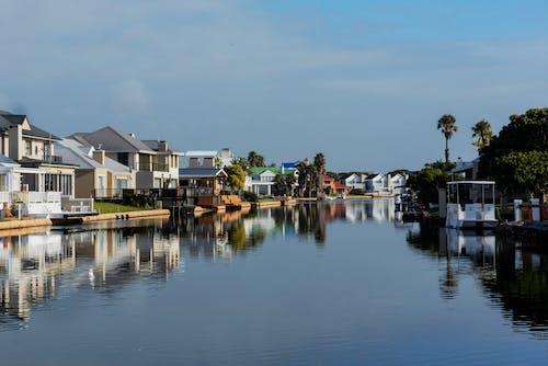 Foto d'estoc gratuïta de aiguamoll, canals, cases acolorides, cases del colors