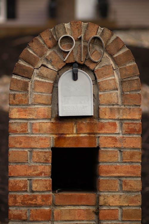 Gratis arkivbilde med bakgrunnsbilde, murstein, postkasse