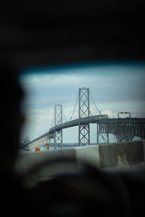Gratis arkivbilde med bilvindu, bro, låseskjerm bakgrunnsbilde