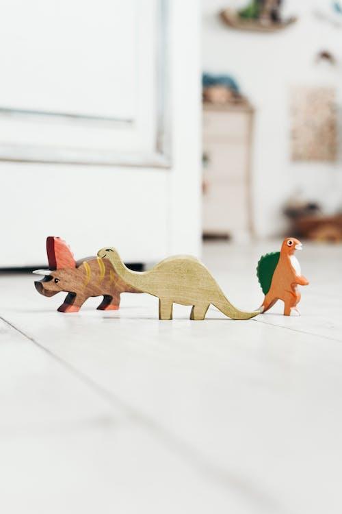 Brown Und Orange Dinosaurier Plastikspielzeug