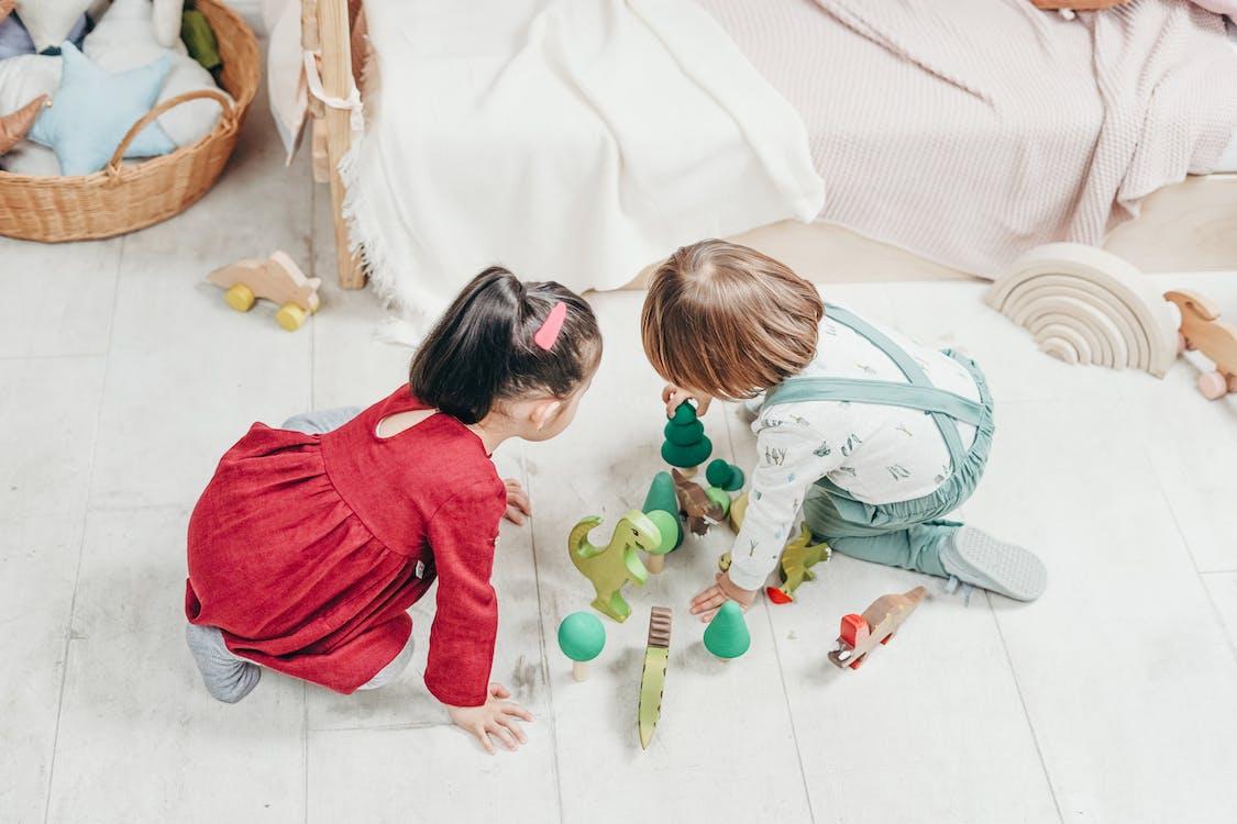 Kleinkinder Spielen