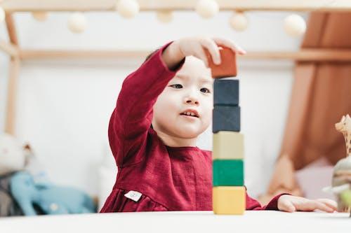 Бесплатное стоковое фото с Азиатский ребенок, блоки, блокировка, в помещении