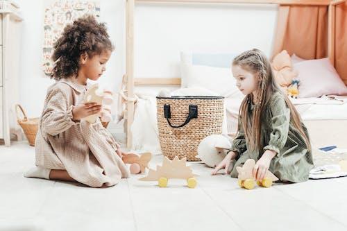 ahşap oyuncaklar, anaokulu, boş zaman, çalmak içeren Ücretsiz stok fotoğraf