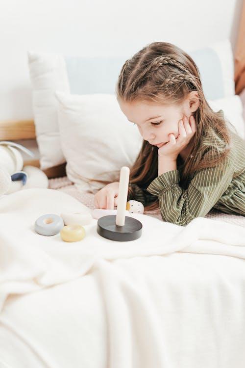 Immagine gratuita di alla ricerca, apprendimento, bambino, camera