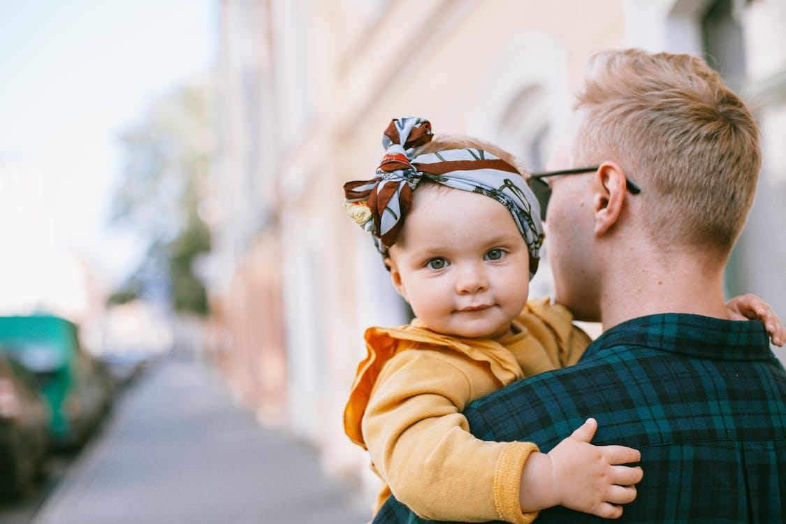 Kostenloses Stock Foto zu baby, bezaubernd, draußen