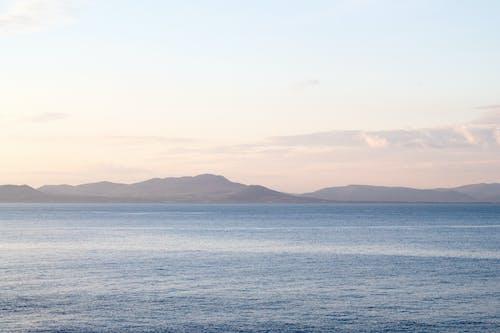 Imagine de stoc gratuită din apă albastră, apus, cer de seară, coasta munților