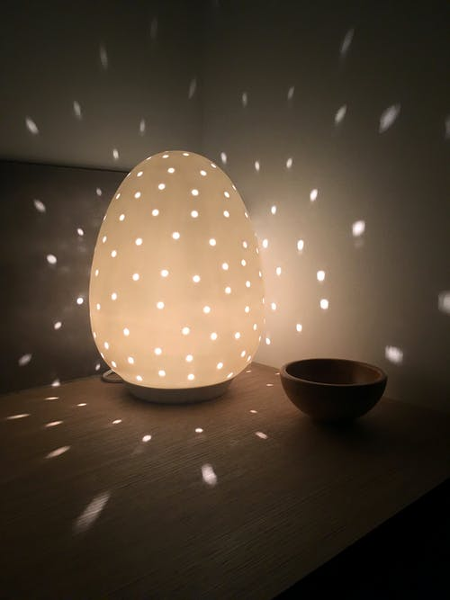 Gratis arkivbilde med avslapping, egglampe, humørlampe, keramisk humørlampe