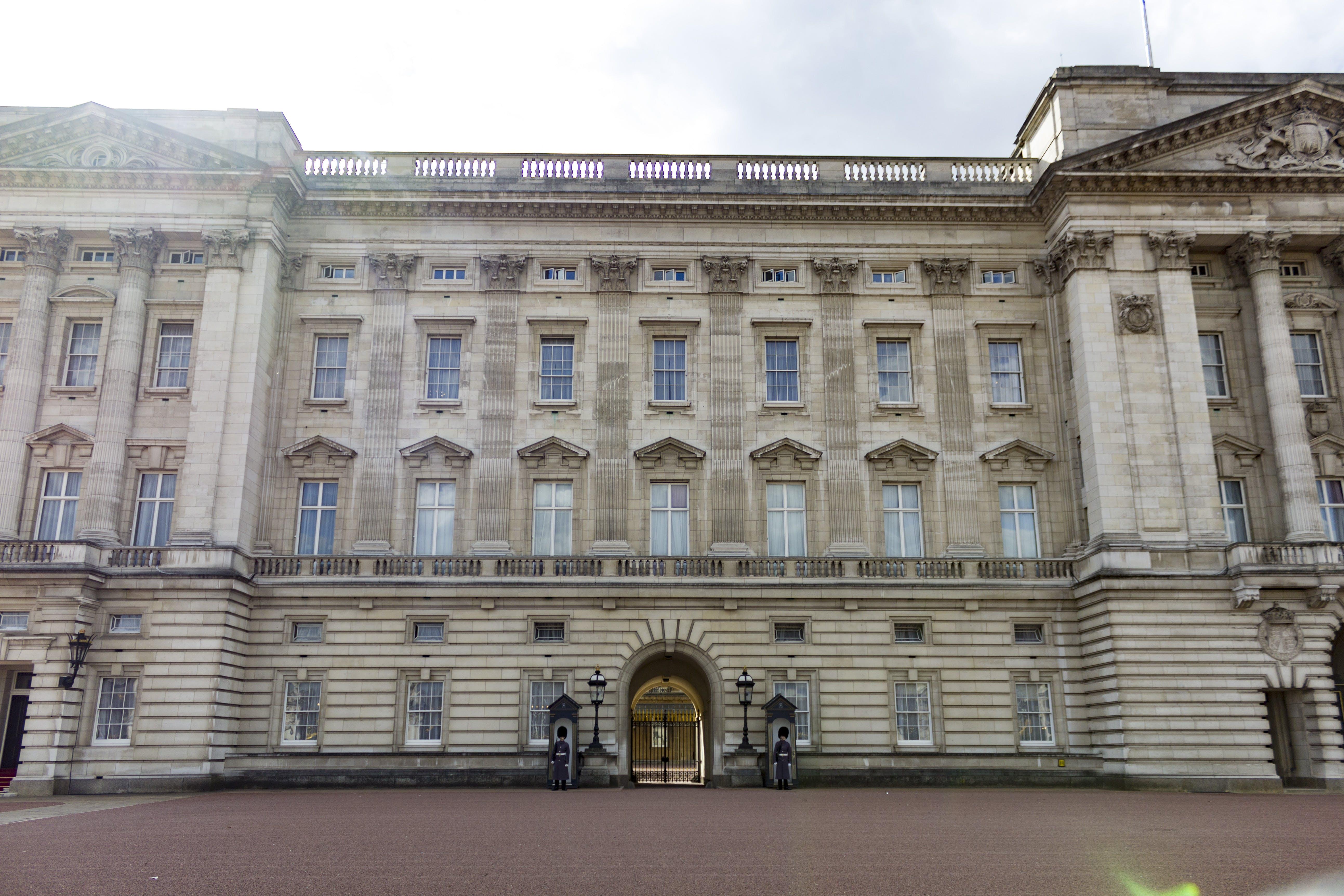 Free stock photo of buckingham palace, guard, london