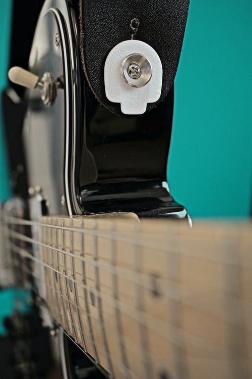 Vista Lateral De Uma Guitarra Preta