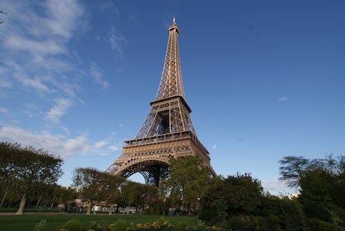 Torre Eiffel Sotto Il Cielo Blu