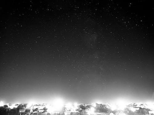 Бесплатное стоковое фото с ночь, ч-б, черно-белый