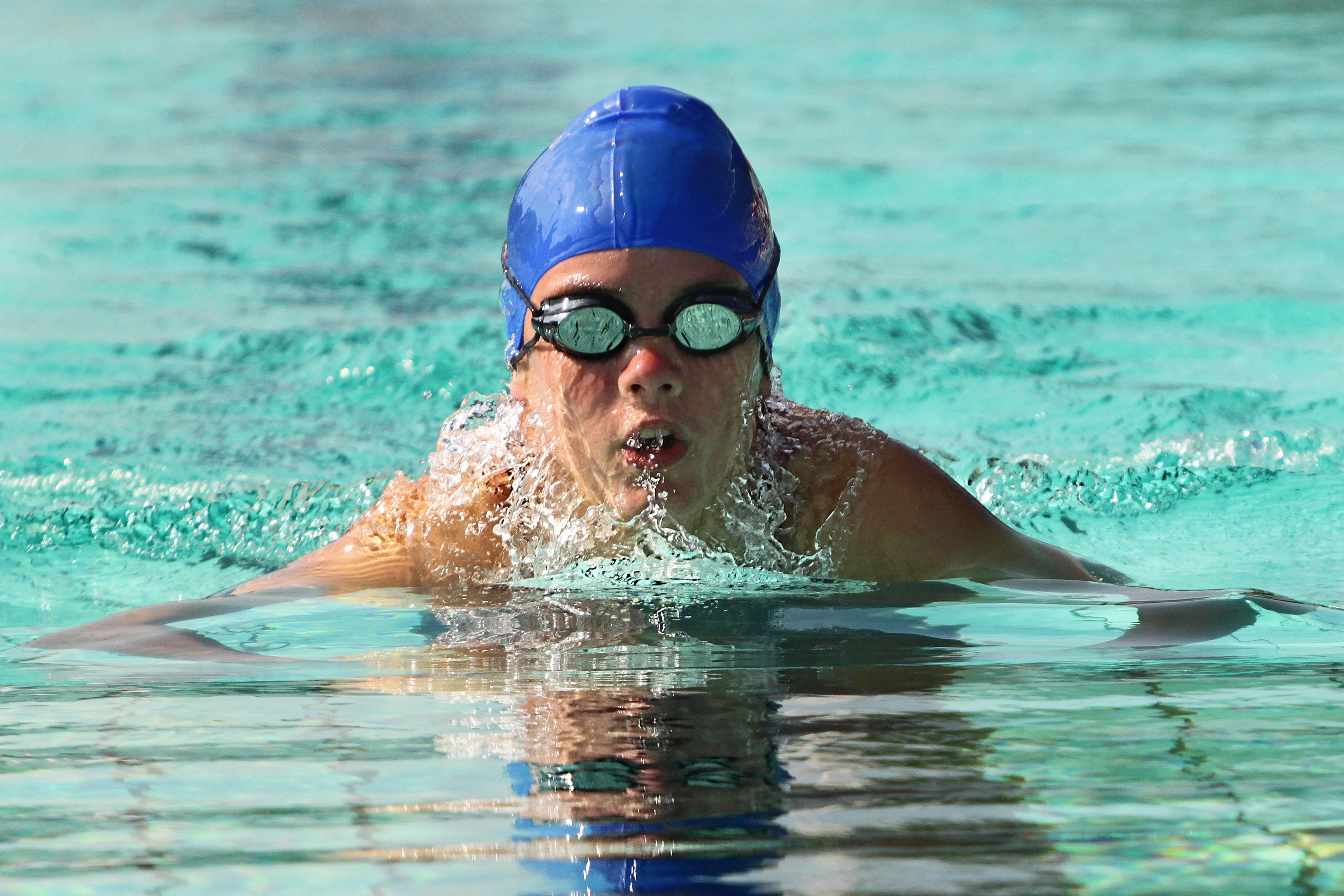 czepek pływacki - niebieski czepek do pływania