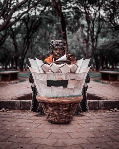 Darmowe zdjęcie z galerii z droga, fotografia uliczna, hindus, indyjski sprzedawca