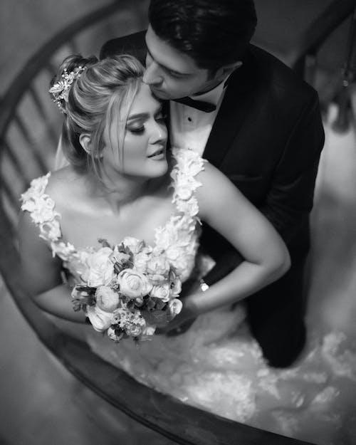 Fotos de stock gratuitas de abrazar, afecto, amor, blanco y negro