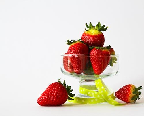 Безкоштовне стокове фото на тему «їжа, полуниці, скло, склянка»