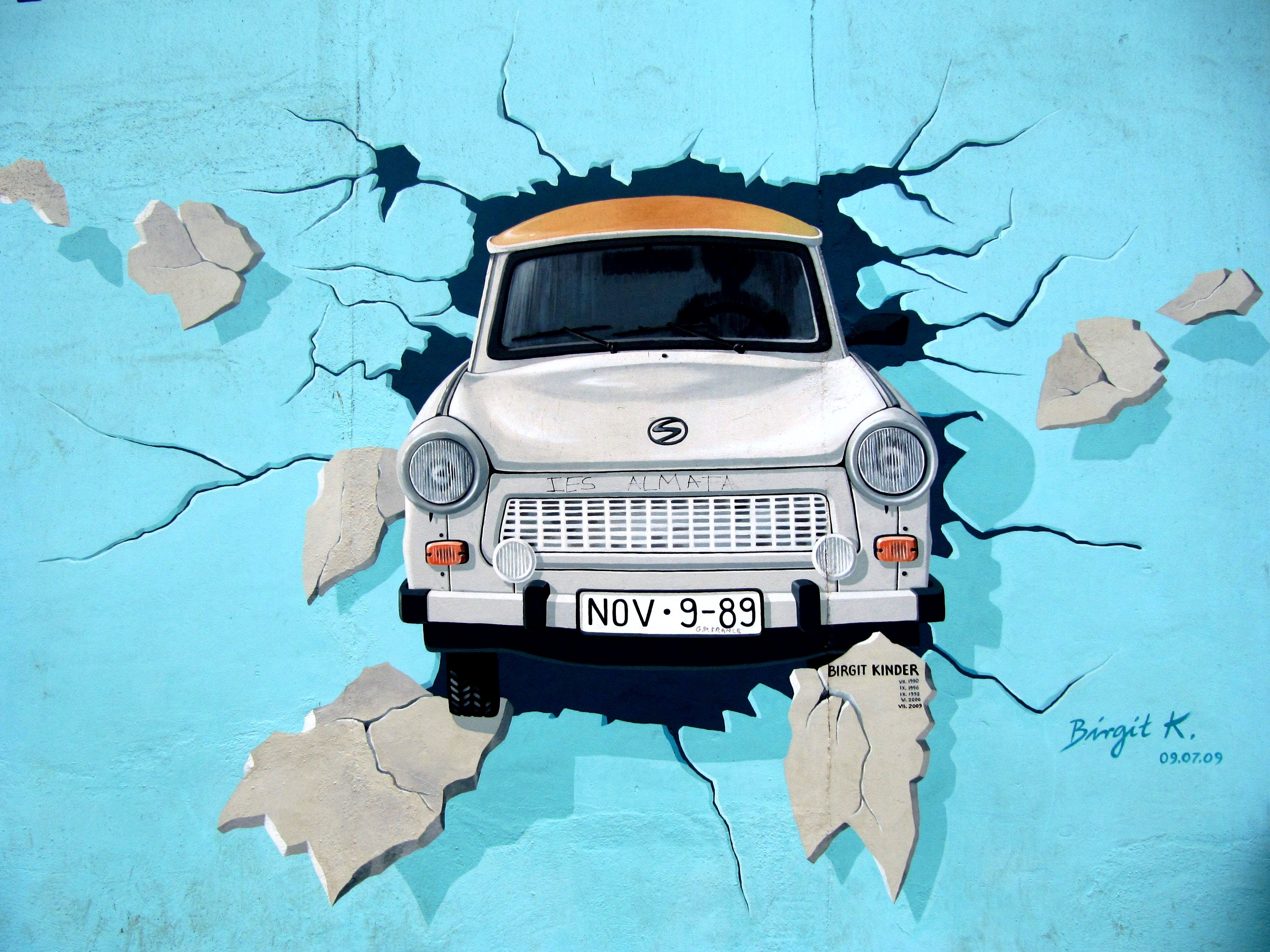 White Car Crash In Blue Wall Signature Painting 183 Free