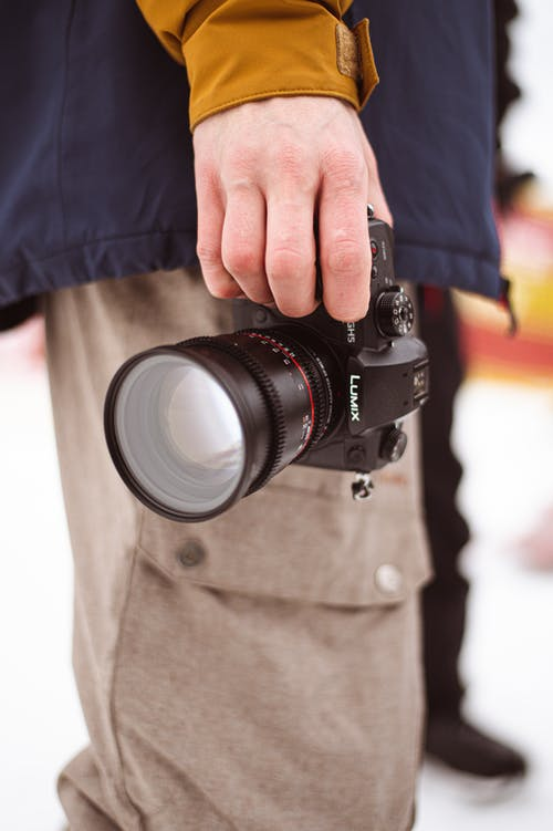 Immagine gratuita di attrezzatura, attrezzatura elettronica, fotocamera, fotografo