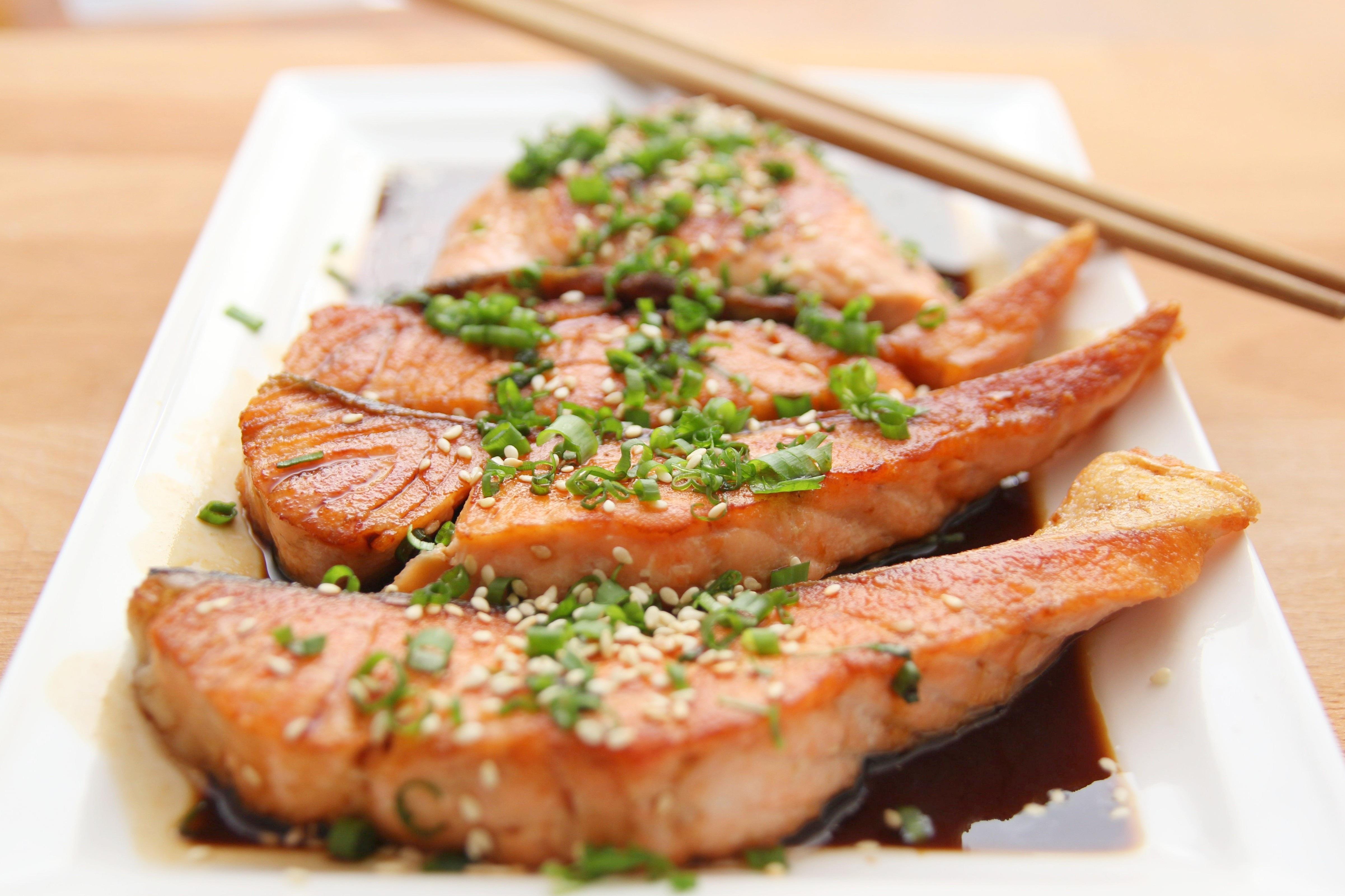 https://images.pexels.com/photos/36768/food-salmon-teriyaki-cooking.jpg