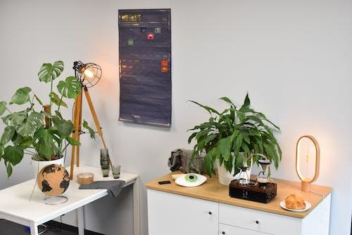 Foto profissional grátis de cafeteira elétrica, cartaz, casa, croissant