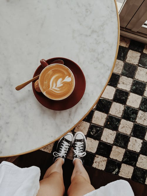 Una Bevanda Al Caffè Con Latte Al Vapore