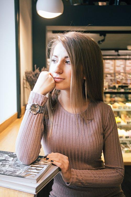 Fotobanka sbezplatnými fotkami na tému dáma, dievča, kaviareň, kniha