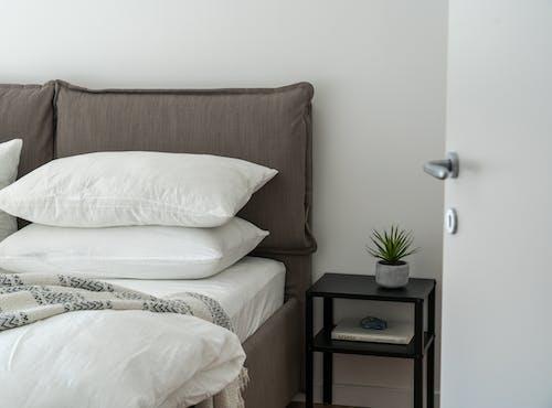 Imagine de stoc gratuită din alb, cadru de pat, cameră, cameră de hotel
