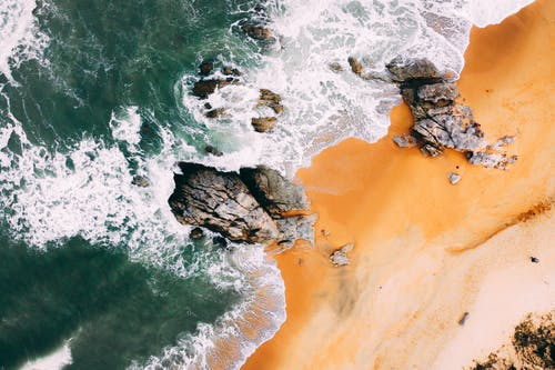 Δωρεάν στοκ φωτογραφιών με rock, άμμος, αφρός της θάλασσας, βουτιά