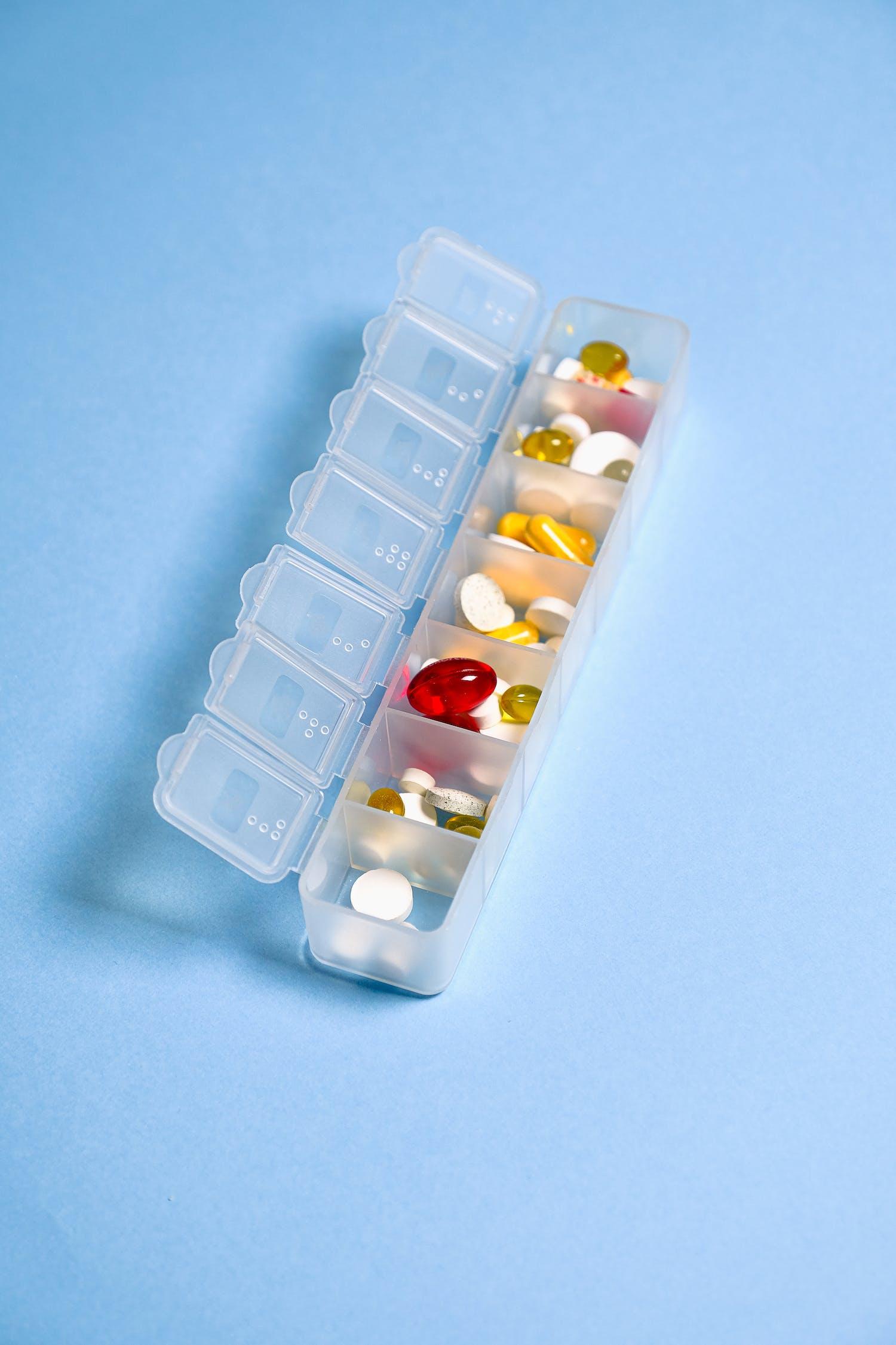 Foto De Medicina Diaria En Un Recipiente