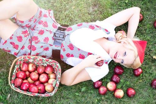 Gratis lagerfoto af frugter, kvinde, model, person