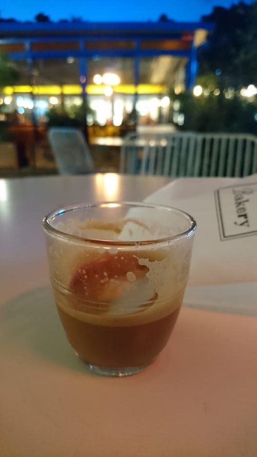 Kostenloses Stock Foto zu abend, café, kaffee, tisch