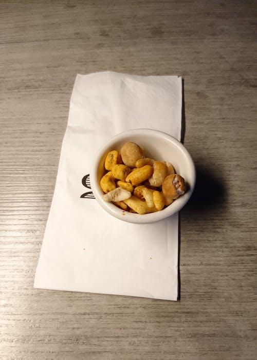 Kostenloses Stock Foto zu erdnüsse, essen, kneipe, lebensmittel