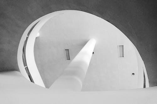Immagine gratuita di architettura, bianco e nero, edificio, edificio interno