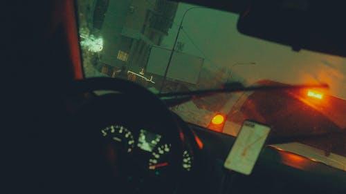 Безкоштовне стокове фото на тему «uber, дощ, Ліхтарі, ніч»