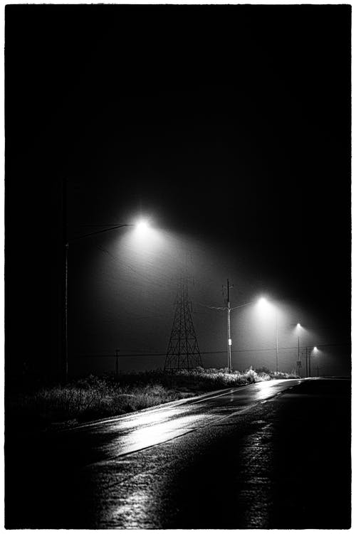 Foto stok gratis berlampu, gelap, grayscale, hitam & putih