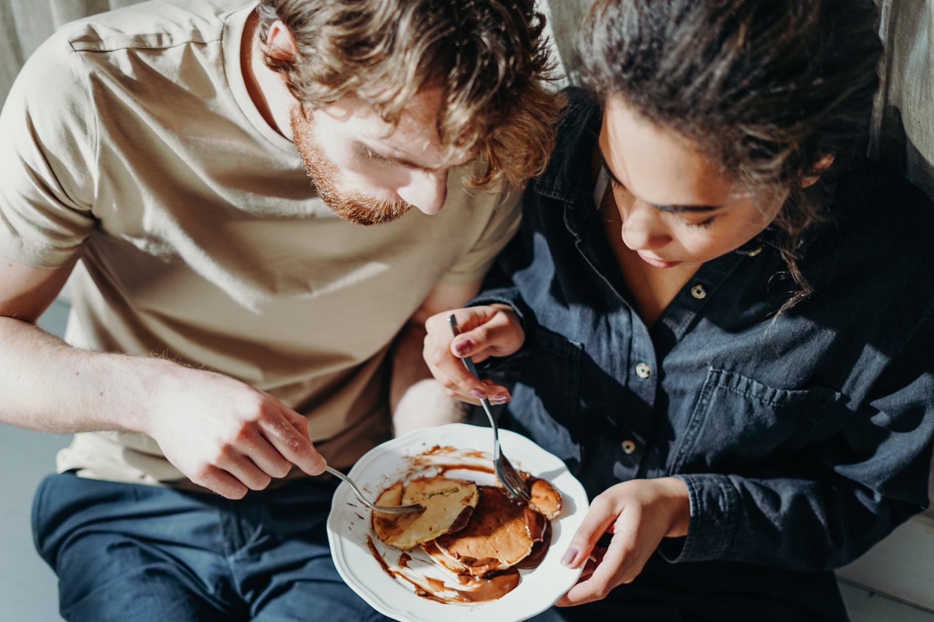 couple eating pancake