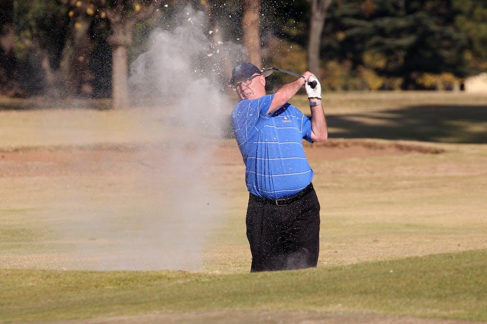 Man hitting a golf ball. | Photo: Pexels