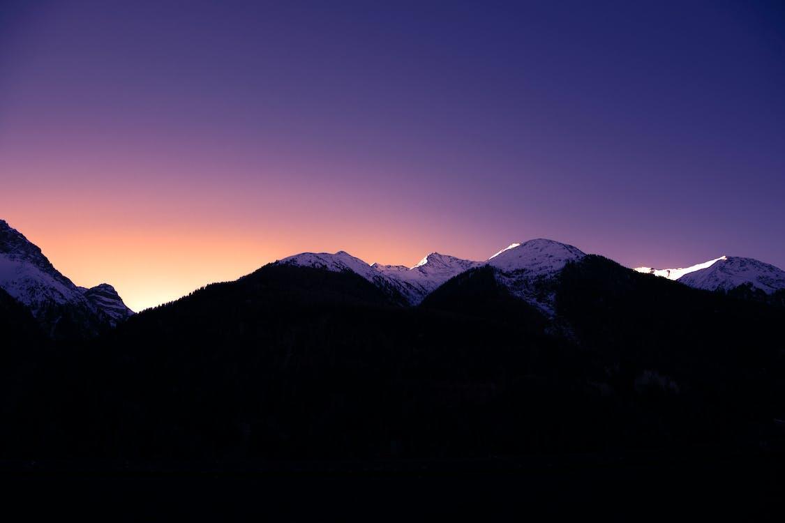 Základová fotografie zdarma na téma hory, světlo a stín, zasněžené vrcholky hor