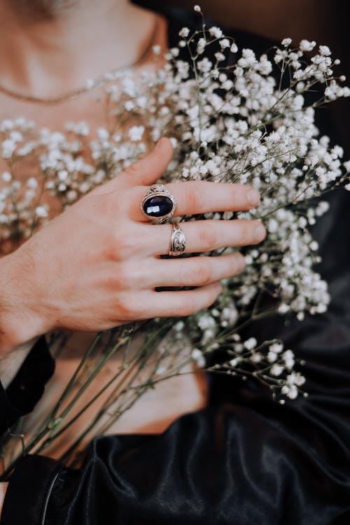 Darmowe zdjęcie z galerii z białe kwiaty, delikatny, kamień szlachetny, kruchy