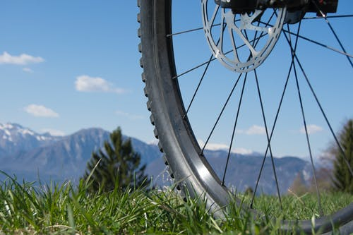 Immagine gratuita di andando in mountain bike, montagne, ruota