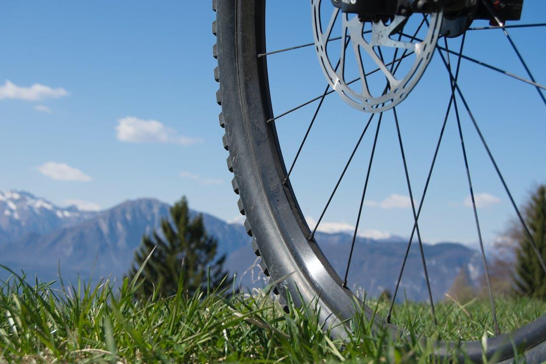 Kostenloses Stock Foto zu berge, mountainbiking, rad