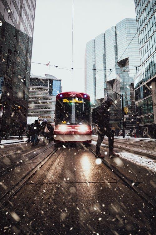 Gratis stockfoto met asfalt, autobus, bestuur, beweging