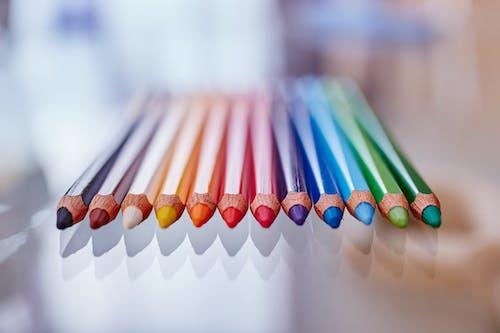 ahşap renkler, boya, çekmek, çizmek içeren Ücretsiz stok fotoğraf