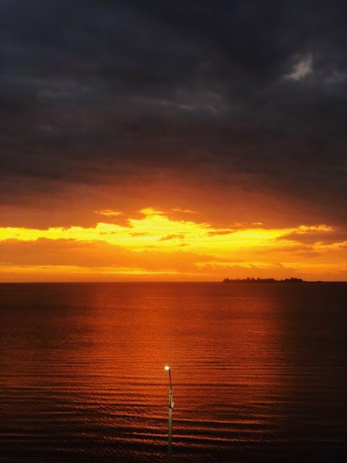 Foto stok gratis dekat langit, horison, matahari terbenam, matahari terbenam di pantai