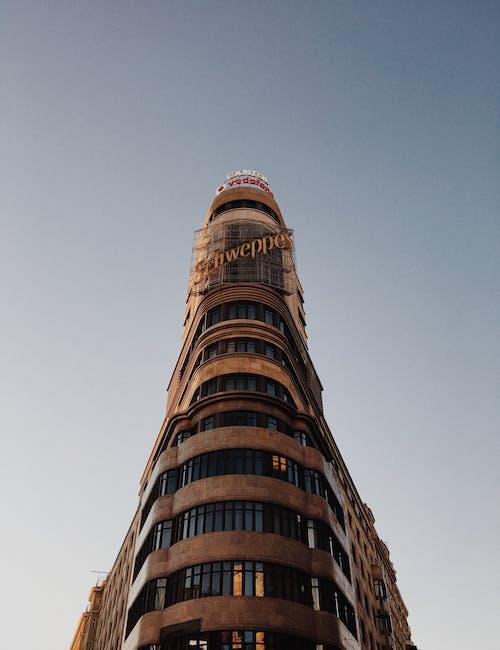 Foto stok gratis Arsitektur, Bangunan modern, bidikan sudut sempit, desain arsitektur