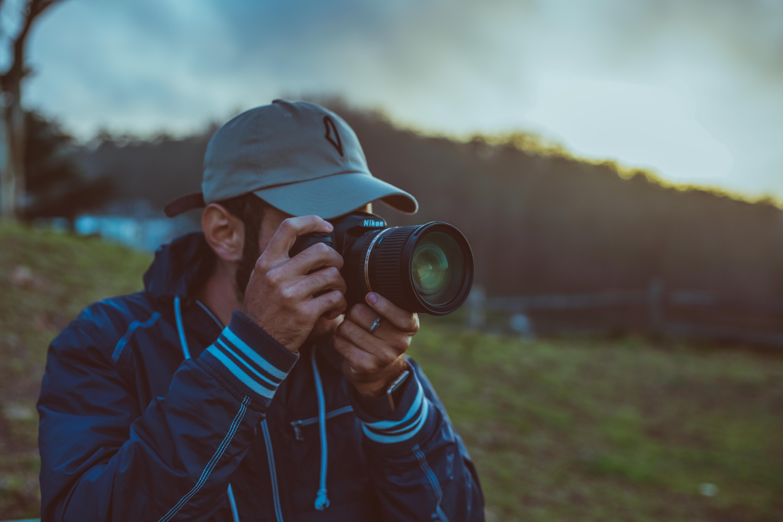Kostenloses Stock Foto zu erwachsener, feld, fotograf, fotografie