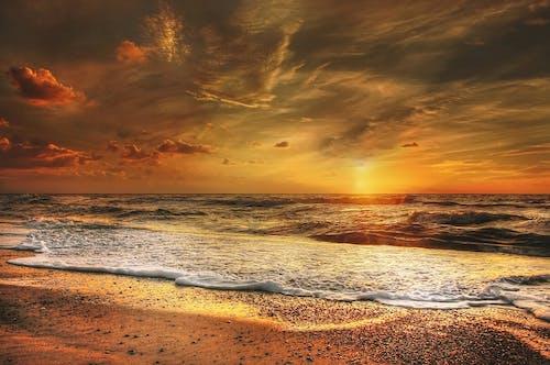 akşam, Akşam gökyüzü, altın, atmosfer içeren Ücretsiz stok fotoğraf