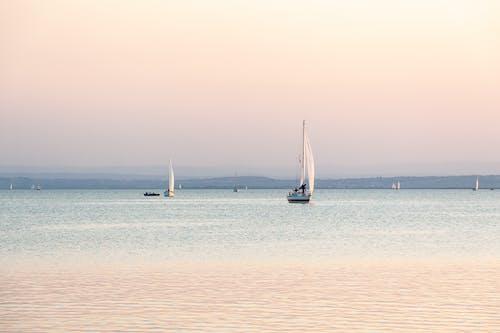 Δωρεάν στοκ φωτογραφιών με Ανατολή ηλίου, αυγή, βάρκες, γιοτ