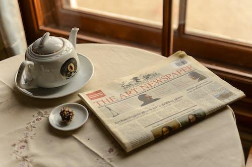 Photos gratuites de à l'intérieur, boisson, café, journal