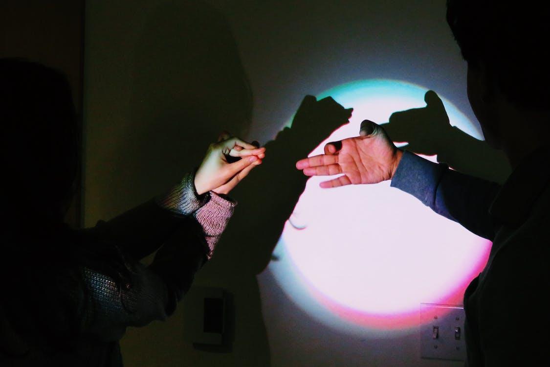 Безкоштовне стокове фото на тему «колір, маріонетка, руки»