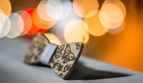 Бесплатное стоковое фото с аксессуар, бабочки, дерево, деревянный
